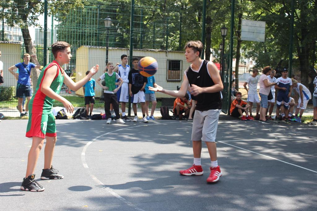 Команды из Краснодара вышли в финальный этап Кубка губернатора Кубани по уличному баскетболу