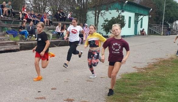 70 человек вышли на старт первенства Славянского района по легкоатлетическому кроссу