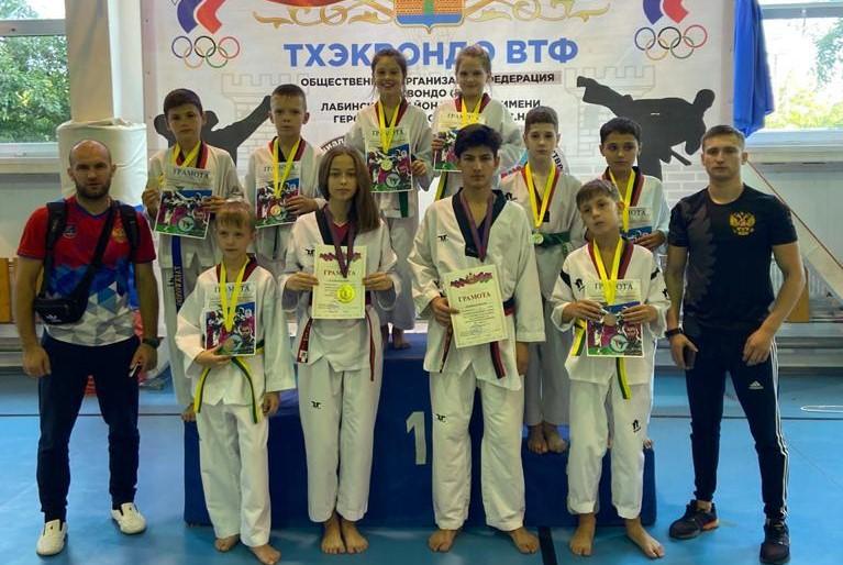 Тхэквондисты Ейского района победили на краевых соревнованиях в Лабинске