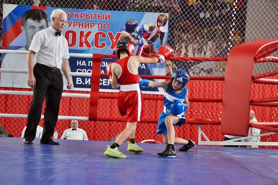 В Темрюке стартовал открытый турнир по боксу на призы мастера спорта СССР В.И. Сердюкова